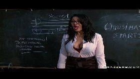 Filmes online porno com uma putaria rolando dentro da sala de aula