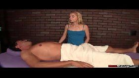 Novinha fazendo massagem e dando a xoxota