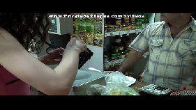Branquinha do mercado fazendo porno amador