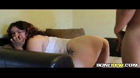 Porno caseiro gordinha dando de quatro no sofá