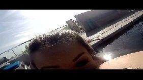 Lesbicas na piscina fazendo sexo no x vídeo