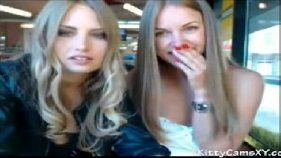 Loiras perfeitas passando o tempo na webcam