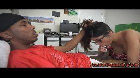 A beldade porno Mia Khalistia fazendo vídeo de sexo com um negão