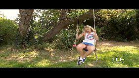 video com novinha loirinha