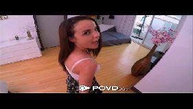 Ixxx porno com uma novinha linda demais e que é bem gostosa tomado rola na bucetona enquanto esta arreganhada