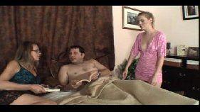 Filhas boazinhas e pai safado em vídeo porno caseiro