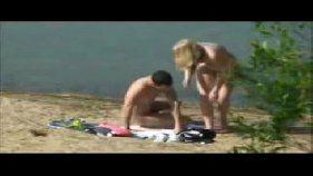 Fudendo na praia com a novinha