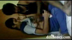 Casal indiano cai em vídeo porno amador