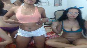 Novinhas se mostrando na webcam