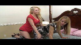 Sexo tube com madrasta gostoso dando uns pegas em sua enteada