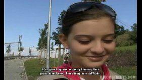 Sexo escondido no meio da rua com a garota de programa