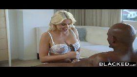 Xxxvideo loira celebridade com o negão careca muito forte na metida sem pena