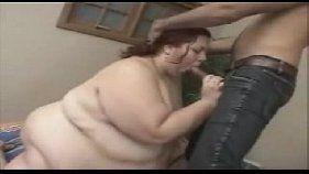 Puta gorda mamando cacete