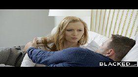 Xxx porno online com uma linda loirinha toda lolita e branquinha da pepeca rosadinha metendo bem forte com dois negros