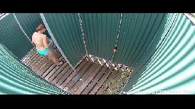 Flagra real de uma câmera escondida no trocador da praia