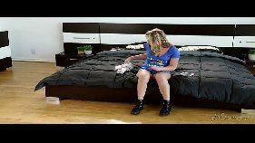 Filha bastarda tomando castigo da madrasta
