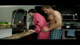 Filho rasgando a mamãe gostosa