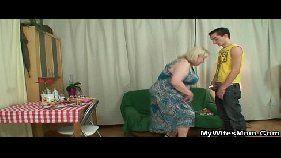 Fodendo gostoso com a vovó taradona no vídeo de sexo incesto