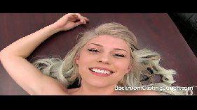 Video de sexo grátis loirinha maravilhosa levando pica gigane do preto