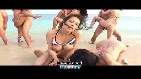 Asiáticas fazendo suruba em público na praia que não é de nudismo