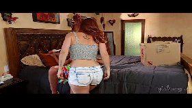 Xnxx com lindas lésbicas mais coroas que são bem gostosas se pegando de jeito em cima da cama com tudo