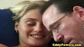 Video porno grátis linda novinha loira gozando no pau do marmanjo tarado