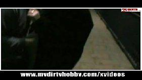 Linda novinha mamando a pica do marmanjo em video porno grátis amador