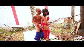 Novinha morena deliciosa fazendo sexo gostoso com o pedreiro safado brasileiro