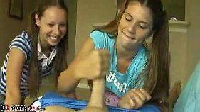 Irmãs magrinhas tocando punheta para seu vizinho dotado