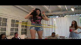 Novinhas xvideos com as lindas mocinhas se divertindo bem gostoso em uma festinha