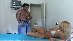 Gringo negão comendo o cu da brasileira loirinha