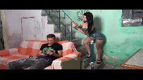 Sexo brasileiro com a morena safada que resolveu pagar um boquete para seu titio