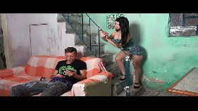 Vídeo de sexo da ninfetinha brasileira putinha liberando a buceta