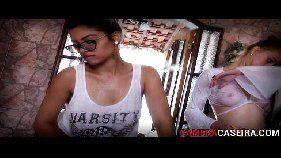 Vídeos pornõs com uma morena e uma loira do porno brasileiro lavando um carro onde elas ficam peladinhas e do nada começam a se pegar