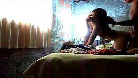 Novinha flagrada recebendo siririca rolada na buceta
