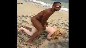 Vendedor de picolé se dando bem na praia