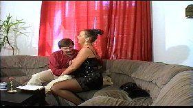 Delicia de mulher fazendo o macho gozar com sexo oral