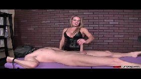 Video de sexo com massagista safada que bate punheta.