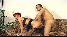 Comendo a corôa ruiva no vídeo de sexo