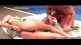Massagem e muito sexo com a nova namorada a beira da piscina