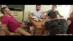 X vídeo com loira gostosa muito rabuda mesmo provando um monte de piroca