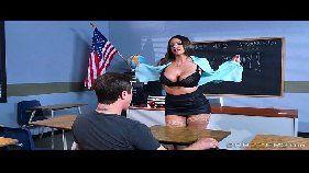 professora peituda dando a bucetinha
