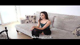 Garota jovem em video de sexo com desconhecido
