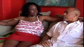 Corôa colocando sua cunhada boqueteira pra mamar