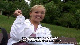 Xvideos amadores com uma loirinha bem sem vergonha que adora chupar a rola de seu amigo de trabalho com tudo no meio do mato
