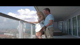 Empresario fudendo a bucetinha de uma novinha no alto do maior predio da cidade