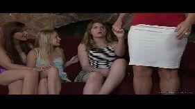 Mãe puta transando com filha no xvideos lesbicas