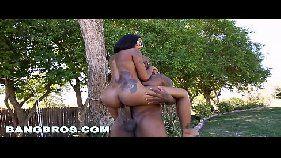 X videos porno online com essa neguinha sem vergonha que adora cavalgar na rola grande de seu macho que é um negão