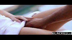 Cena de sexo interracial com negão detonando uma ruiva gostosa