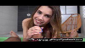 Www.xvideos.com porno online bem gostoso com uma novinhas safadinha que tem um rostinho lindo todo angelical devorando a rola grande